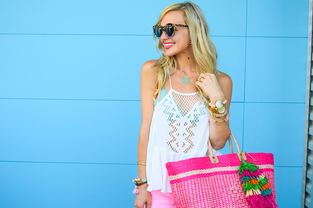 vandi-fair-blog-lauren-vandiver-dallas-texas-fashion-blogger-hudson-jeans-tori-hot-pink-high-rise-denim-cut-off-shorts-nordstrom-ripcurl-vagabond-white-tank-mar-y-sol-ibiza-woven-tote-12