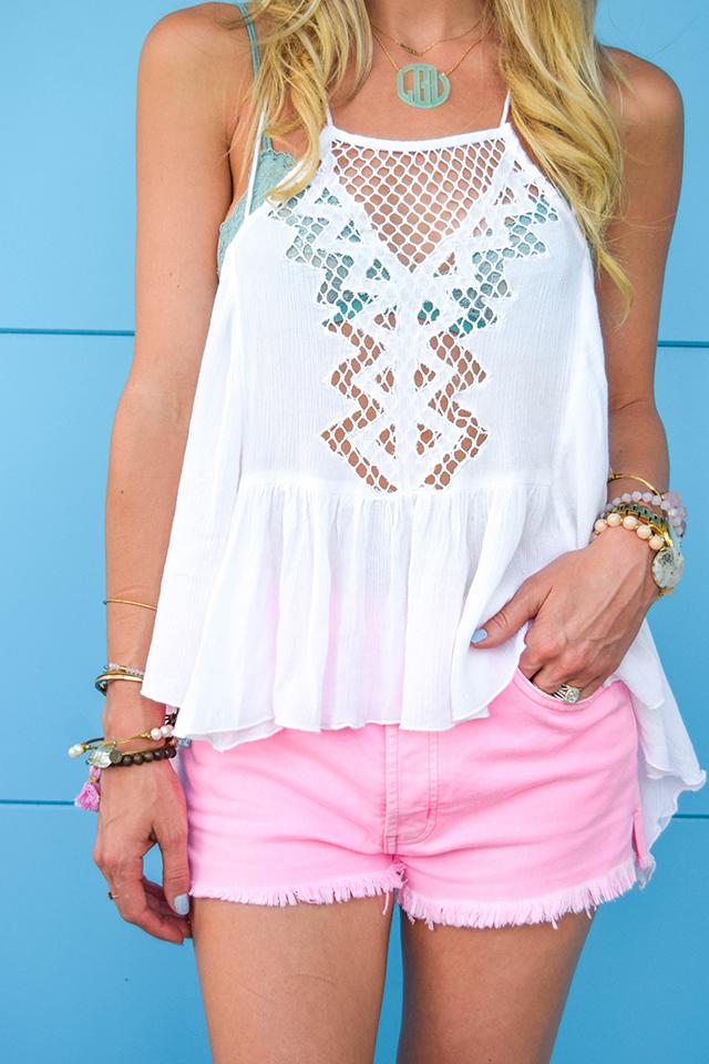 vandi-fair-blog-lauren-vandiver-dallas-texas-fashion-blogger-hudson-jeans-tori-hot-pink-high-rise-denim-cut-off-shorts-nordstrom-ripcurl-vagabond-white-tank-mar-y-sol-ibiza-woven-tote-6