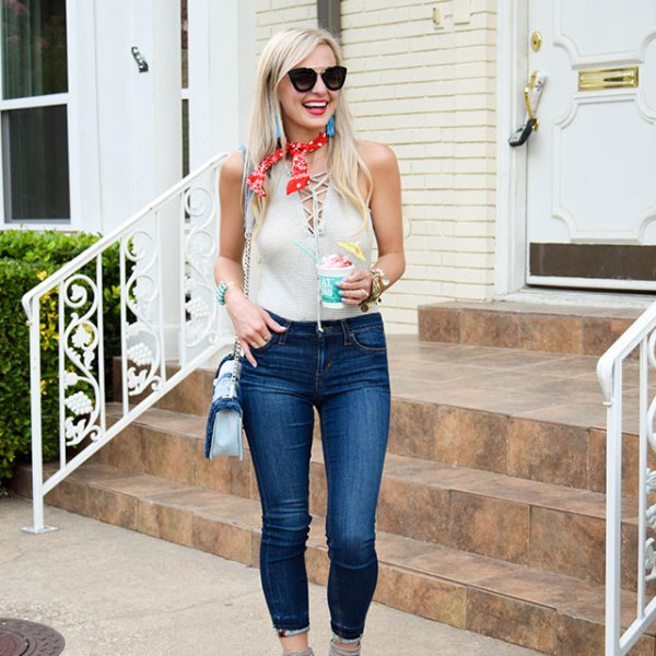 vandi-fair-blog-lauren-vandiver-dallas-texas-fashion-blogger-joe's-markie-crop-skinny-jeans-nordstrom-denim-summer-trends-madison-berkeley-lace-up-body-suit-red-bandana-6