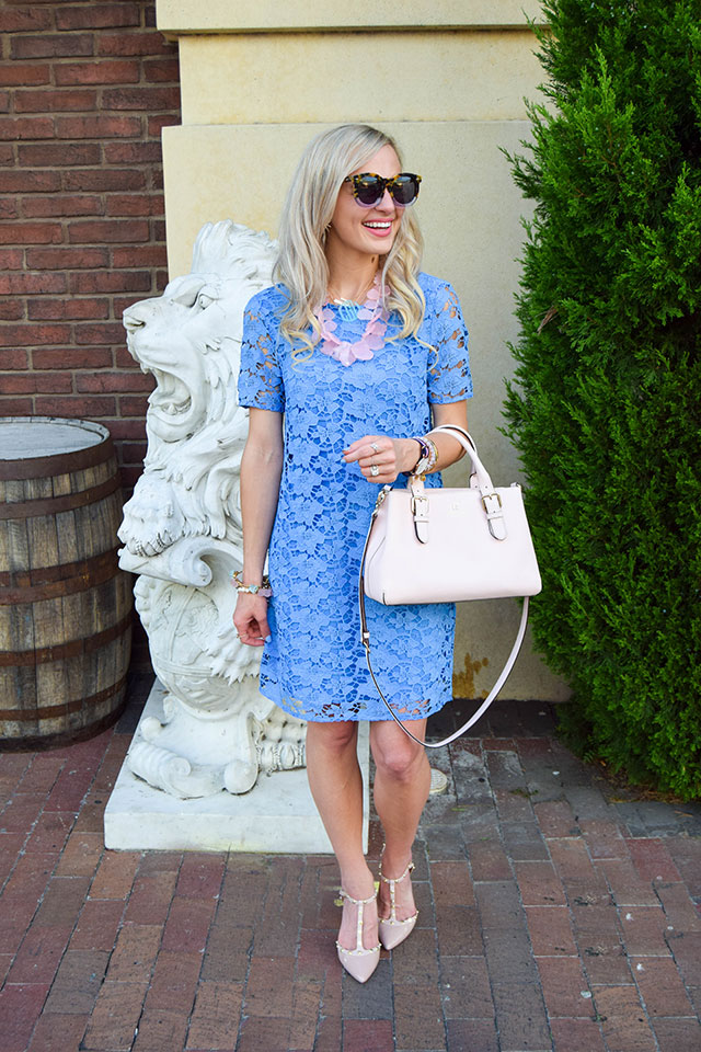 vandi-fair-blog-lauren-vandiver-dallas-texas-fashion-blogger-nordstrom-wear-to-work-felicity-and-coco-lace-shift-dress-blue-periwinkle-baublebar-seaglass-bib-necklace-9