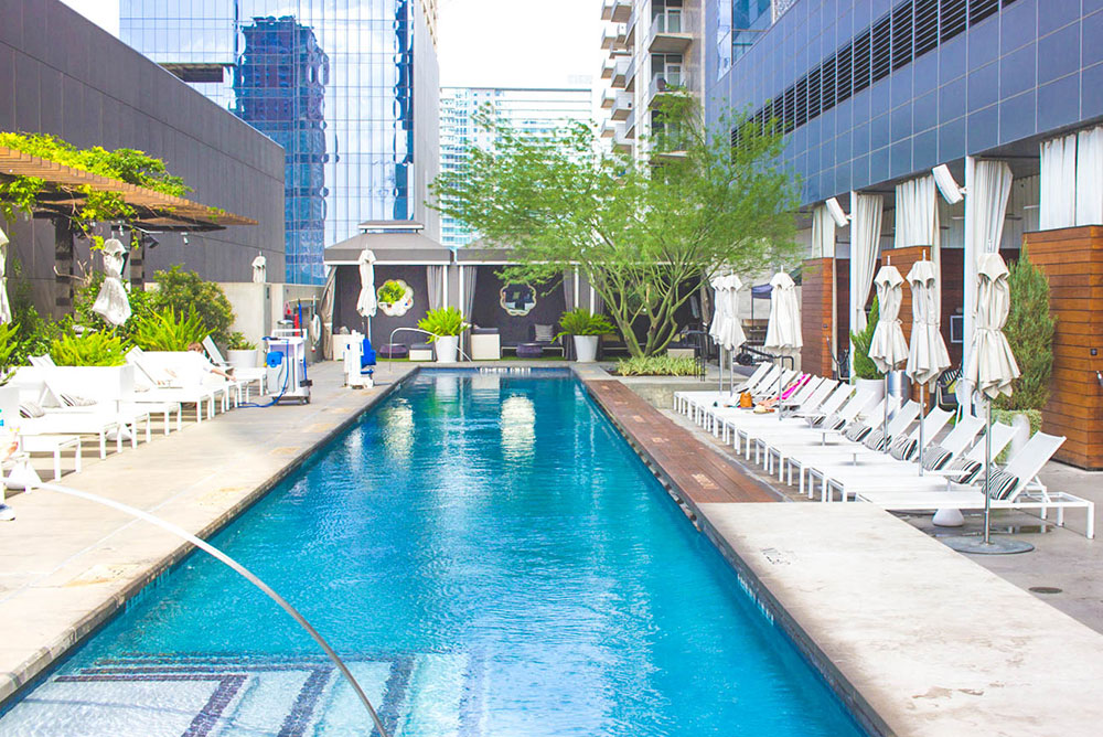 vandi-fair-blog-lauren-vandiver-dallas-texas-southern-fashion-blogger-staycation-w-hotel-austin-travel-vacation-atx-texas-review-rooftop-pool-bar