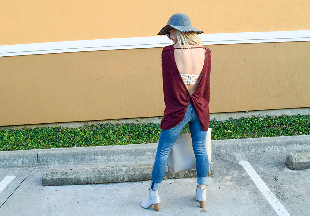 vandi-fair-blog-lauren-vandiver-dallas-texas-southern-fashion-blogger-nordstrom-anniversary-sale-fall-outfits-free-people-shadow-oversize-hacci-open-back-top-sweater-3