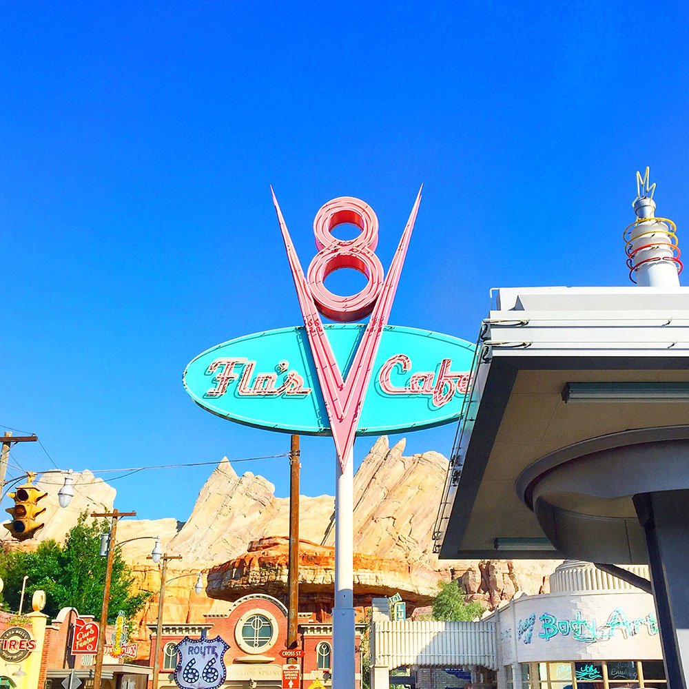 vandi-fair-blog-lauren-vandiver-dallas-texas-southern-fashion-travel-blogger-our-california-adventure-road-trip-disneyland-carsland-flo's-cafe