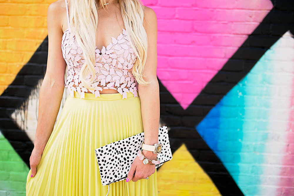 vandi-fair-dallas-fashion-blog-lauren-vandiver-southern-texas-travel-blogger-color-colorful-nordstrom-topshop-chiffon-pleated-midi-skirt-neon-yellow-bardot-flora-lace-crop-top-3