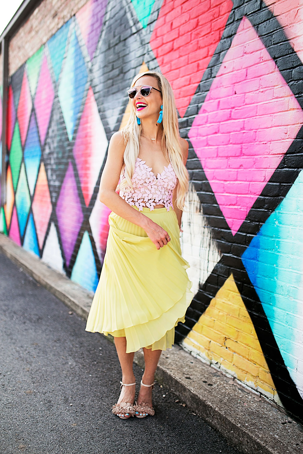 vandi-fair-dallas-fashion-blog-lauren-vandiver-southern-texas-travel-blogger-color-colorful-nordstrom-topshop-chiffon-pleated-midi-skirt-neon-yellow-bardot-flora-lace-crop-top-7