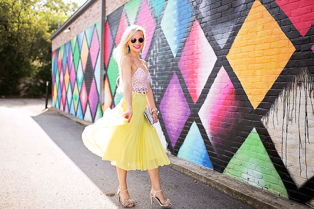 vandi-fair-dallas-fashion-blog-lauren-vandiver-southern-texas-travel-blogger-color-colorful-nordstrom-topshop-chiffon-pleated-midi-skirt-neon-yellow-bardot-flora-lace-crop-top-9