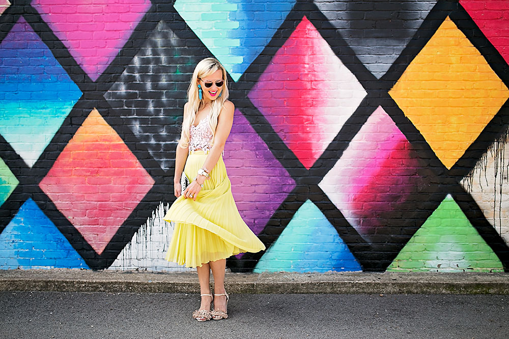 vandi-fair-dallas-fashion-blog-lauren-vandiver-southern-texas-travel-blogger-color-colorful-nordstrom-topshop-chiffon-pleated-midi-skirt-neon-yellow-bardot-flora-lace-crop-top