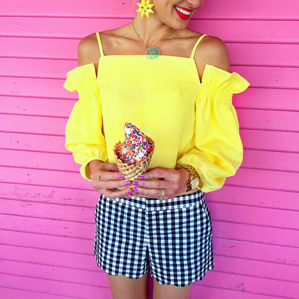 vandi-fair-dallas-fashion-blog-lauren-vandiver-southern-texas-travel-blogger-visit-long-beach-ice-cream-boardwalk-sprinkles-waffle-cone-shoreline-village