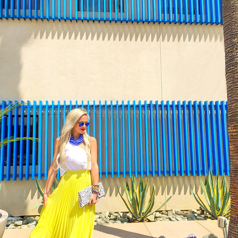 vandi-fair-dallas-fashion-blog-lauren-vandiver-southern-texas-travel-blogger-visit-long-beach-museum-of-latin-american-art-molaa-pleated-neon-yellow-skirt
