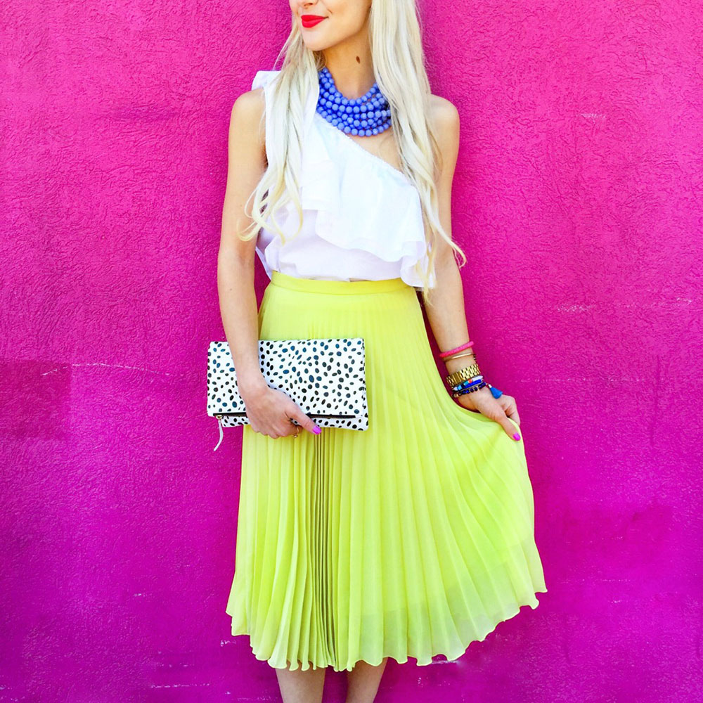 vandi-fair-dallas-fashion-blog-lauren-vandiver-southern-texas-travel-blogger-visit-long-beach-one-shoulder-ruffled-white-top-pleated-neon-yellow-skirt