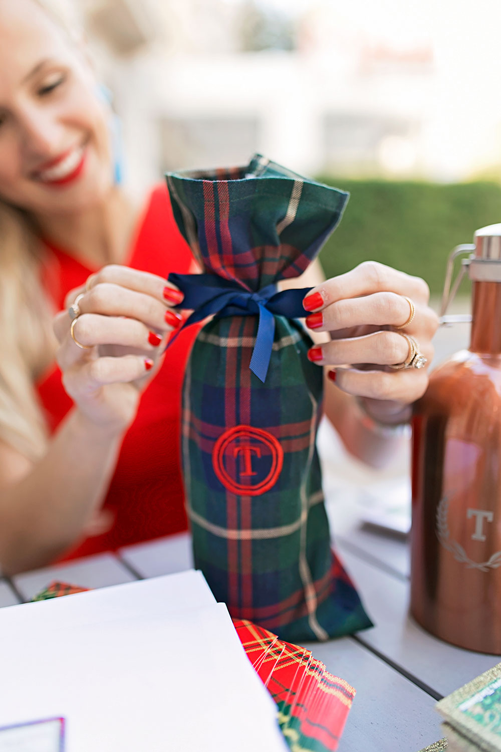 shutterfly-holiday-gifts-plaid-monogram-wine-bag