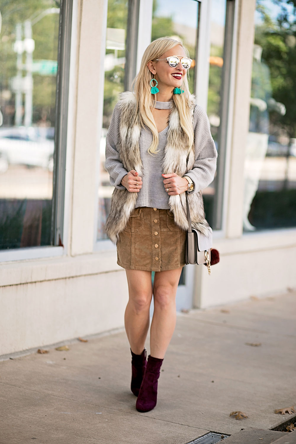 sweater-fur-vest-skirt-booties-fall-outfit