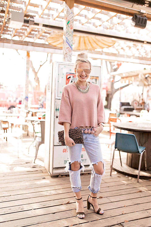 ripped-boyfriend-jeans-heels-outfit