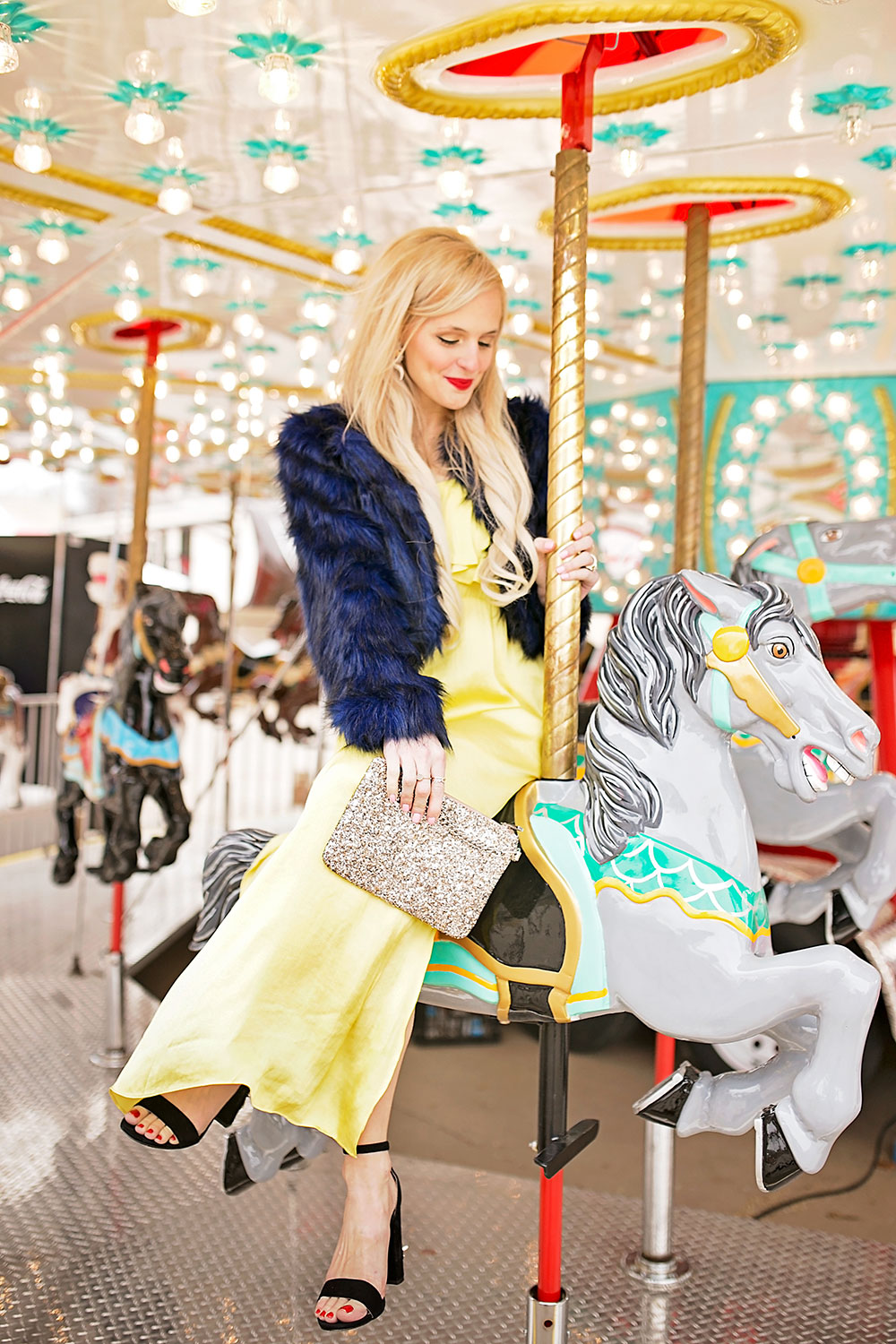 carnival-carousel-colorful-photoshoot