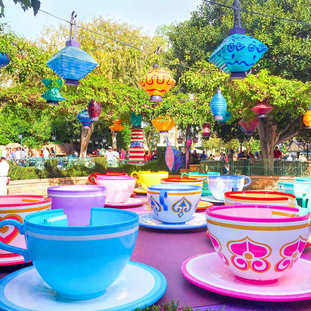 disneyland-alice-in-wonderland-tea-cups-ride