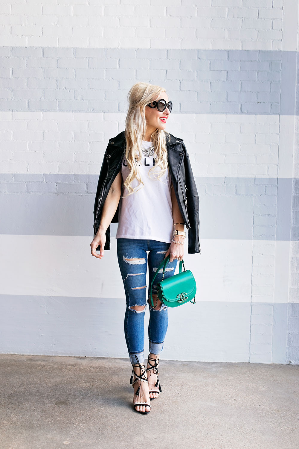 ripped-skinny-jeans-and-heels-oufit