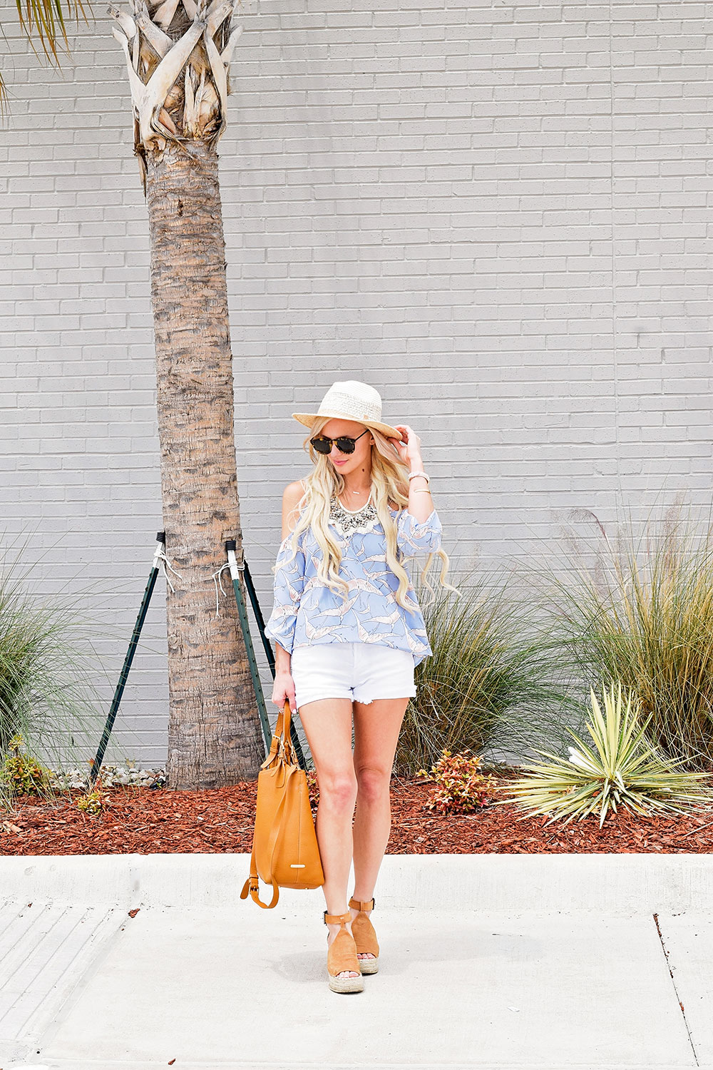 summer-2017-outfit-white-denim-shorts