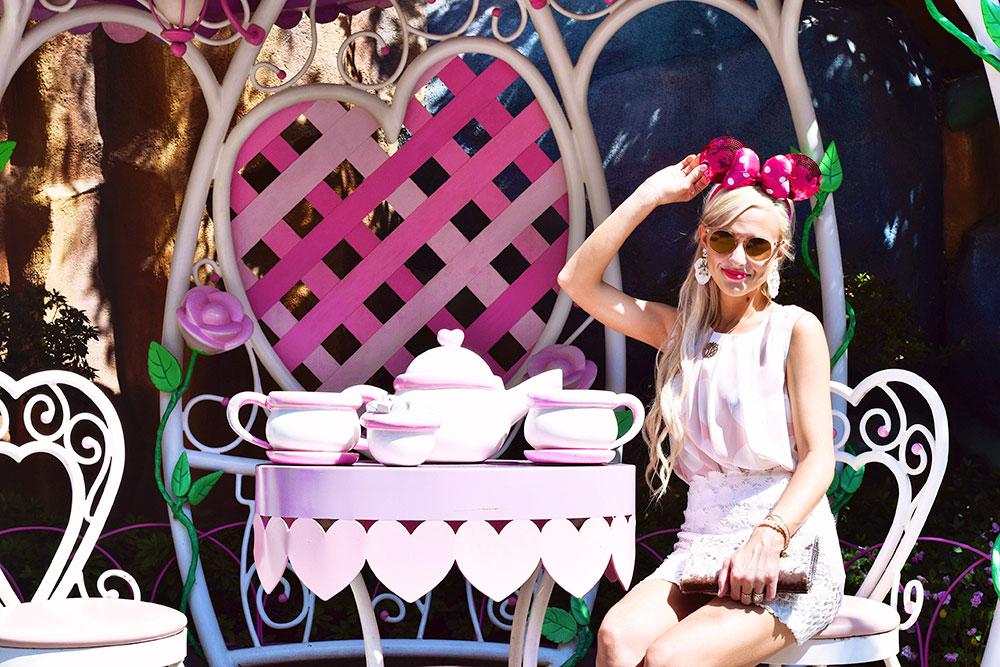 disneyland toontown minnie tea table