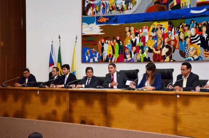 O deputado Zé Inácio reúne órgãos e entidades para discutir situação dos Ferry Boats.