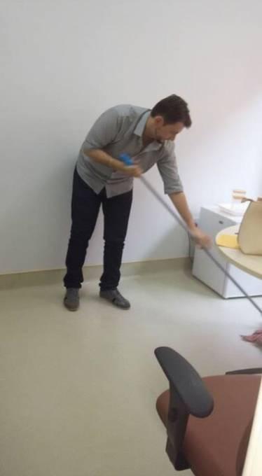 O diretor estaria jogando muita sujeira pra debaixo do tapete dentro do hospital.