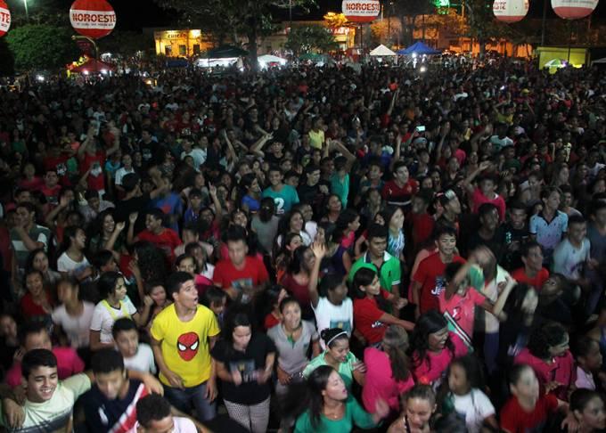 Milhares de pessoas lotaram a Principal Praça da cidade na 6ª Edição do Evento.