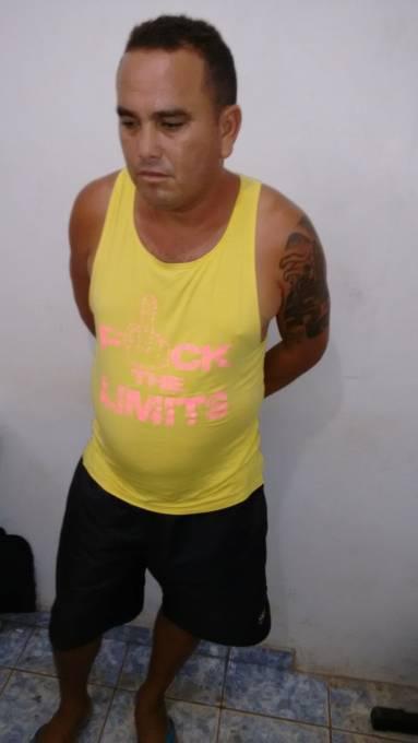 """Silvestre de Jesus Pereira Lopes o """"Preto"""" de 36 anos, acusado de estupro de vulnerável contra uma criança de 10 anos de idade foi preso e conduzido para Delegacia Regional de Pinheiro."""