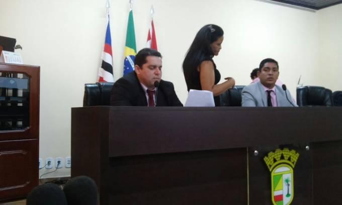 Vereador, Guto (PV), leu o pedido de abertura do processo de cassação que momentos depois foi aprovado.