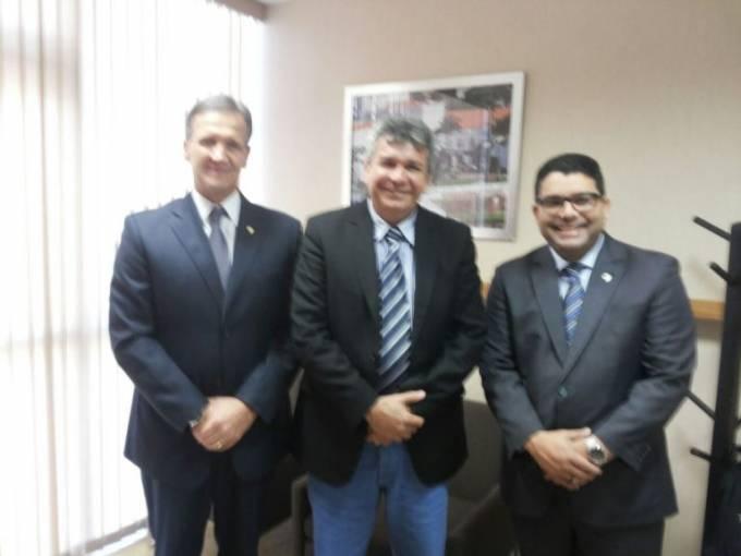 Audiência com o Presidente da Funasa, Márcio Endles, na companhia do deputado federal Aluísio Mendes,