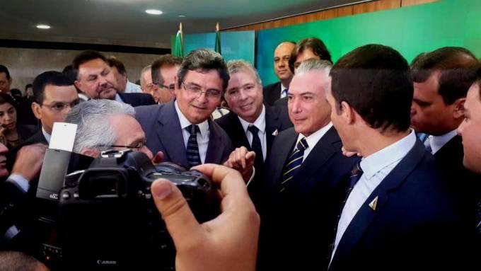 Prefeito Filuca ao lado do presidente em exercício Michel Temer.