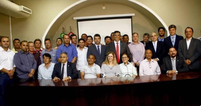Governador Flávio Dino e secretários de Estado no lançamento do programa 'Diques da Baixada.