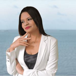 Jornalista Monica Alves.