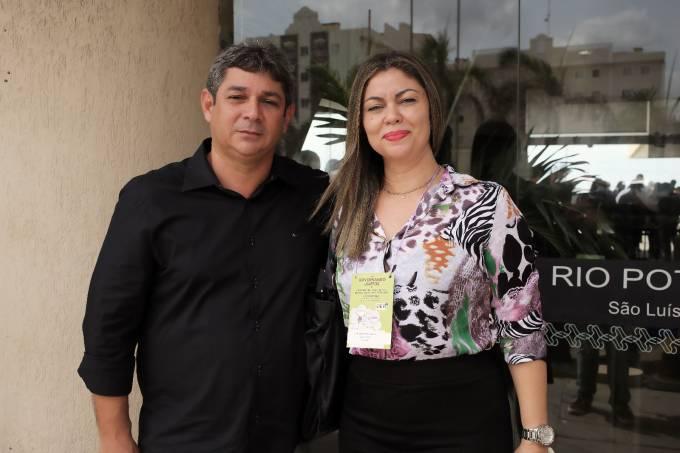 Dr. Marcone ao lado da primeira dama do município, Cleiane Marques.
