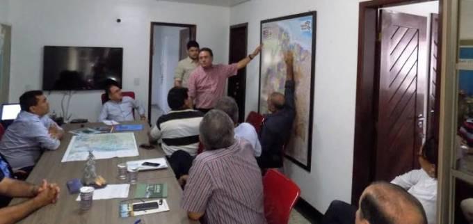 Roberto Rocha explica como se dará o projeto dos diques