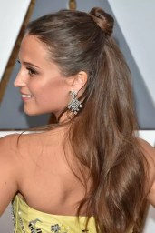 alicia-vikander-gettyimages-512936968_article_gallery_portrait