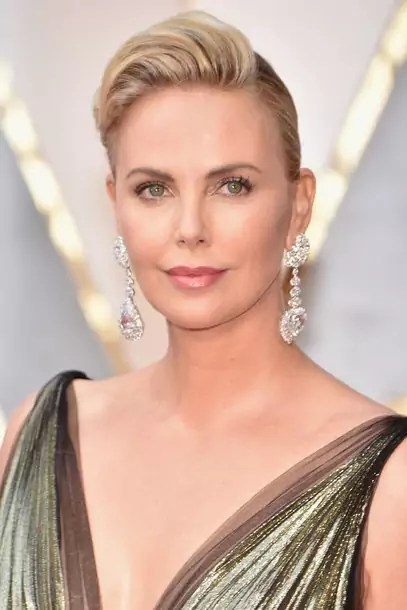 oscars-2017-charlize-theron-gettyimages-645644726_master_article_gallery_portrait