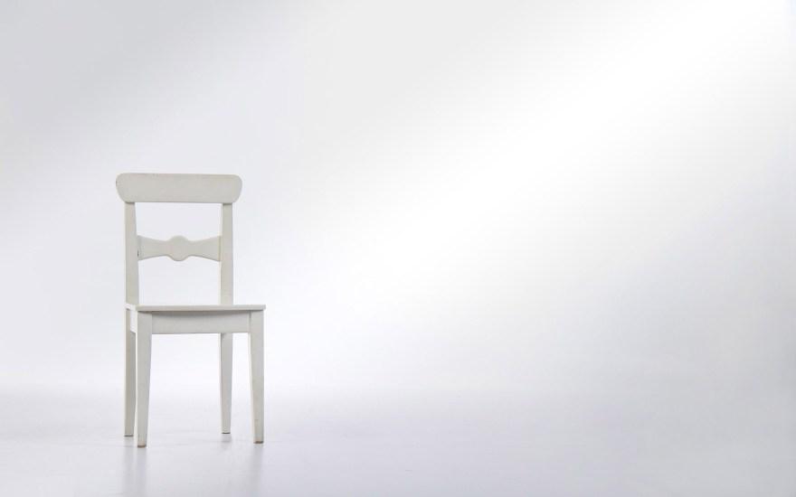 white-chair-desktop-wallpaper-50281-51971-hd-wallpapers