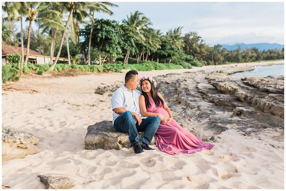 North Shore Hawaii Beach Maternity Session | Vanessa Hicks Photography