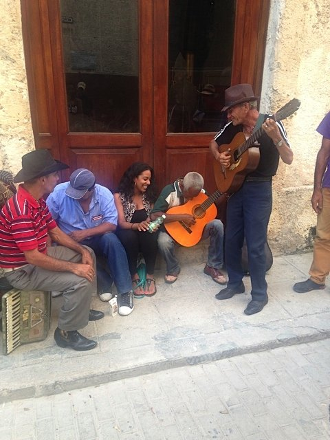 Awesome serenade by Cuban street musicians