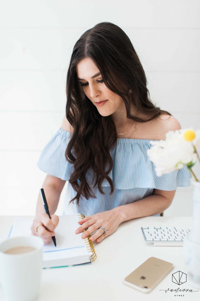 Are you looking for the best blogging resources for your creative small business? I am sharing my favorite tools to get started!