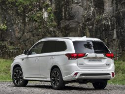 Best CDV: Mitsubishi Outlander Commercial