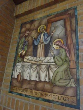 Lambert Lourijsen Zandvoort   Veertiende statie van de kruisweg (1949) in de Agathakerk te Zandvoort. bvhh.nu 2014.