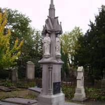 Het grafmonument van de familie Cuypers op de Aje Kirkhoaf in Roermond (foto Jan Straus).