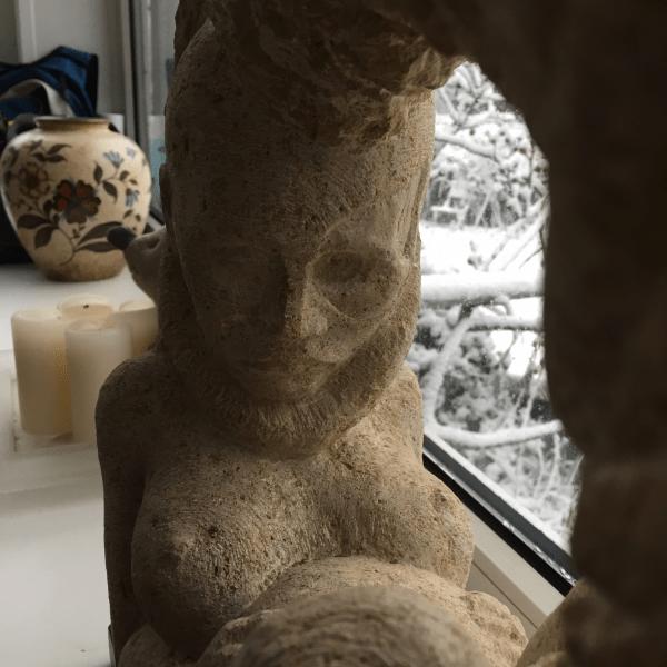 Deinend in de moederschoot (detail), uit 'De oermoeder'. Foto bvhh.nu 2017.