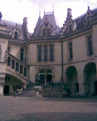 Le va et vient | E.E. Viollet-le-Duc (ontwerp), Het binnenplein van kasteel Pierrefonds (1861-1885). Foto bvhh.nu (2008).
