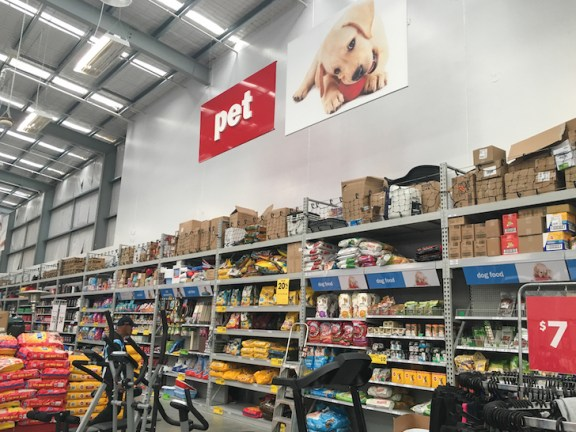 The Warehouse Greymouth Pet Section