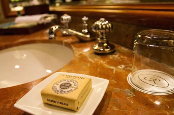 Pet-friendly Regent Singapore Hotel Staycation Bathroom | Vanillapup