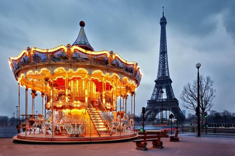 Eiffel-Tower-carousel