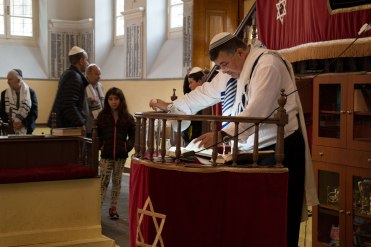 Yom Kippur in Ioannina synagogue