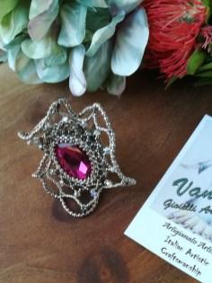 Anello con cristalli pregiati perle in vetro placcate argento e base in ottone argentato