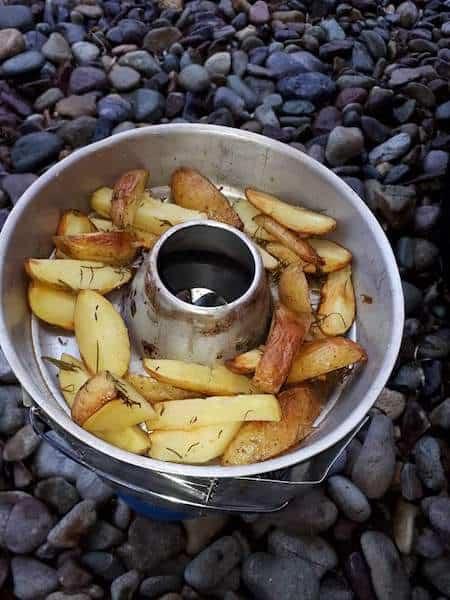 Rosmarinkartoffeln - Omnia - der Campingbackofen für Vanlifer + 3 Rezepte